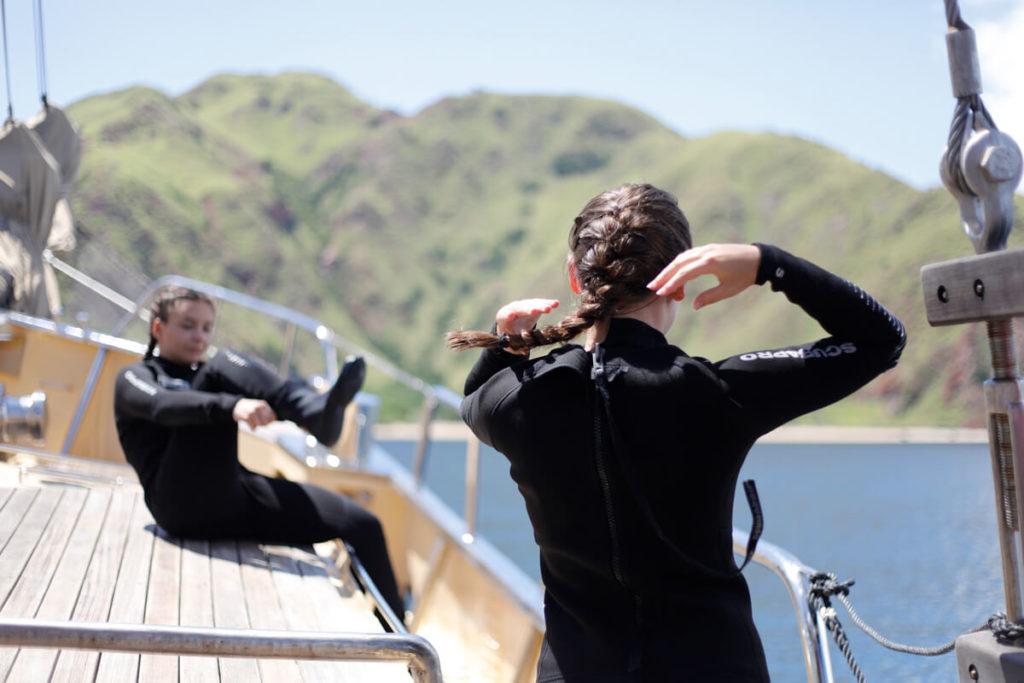 divers aboard Adelaar