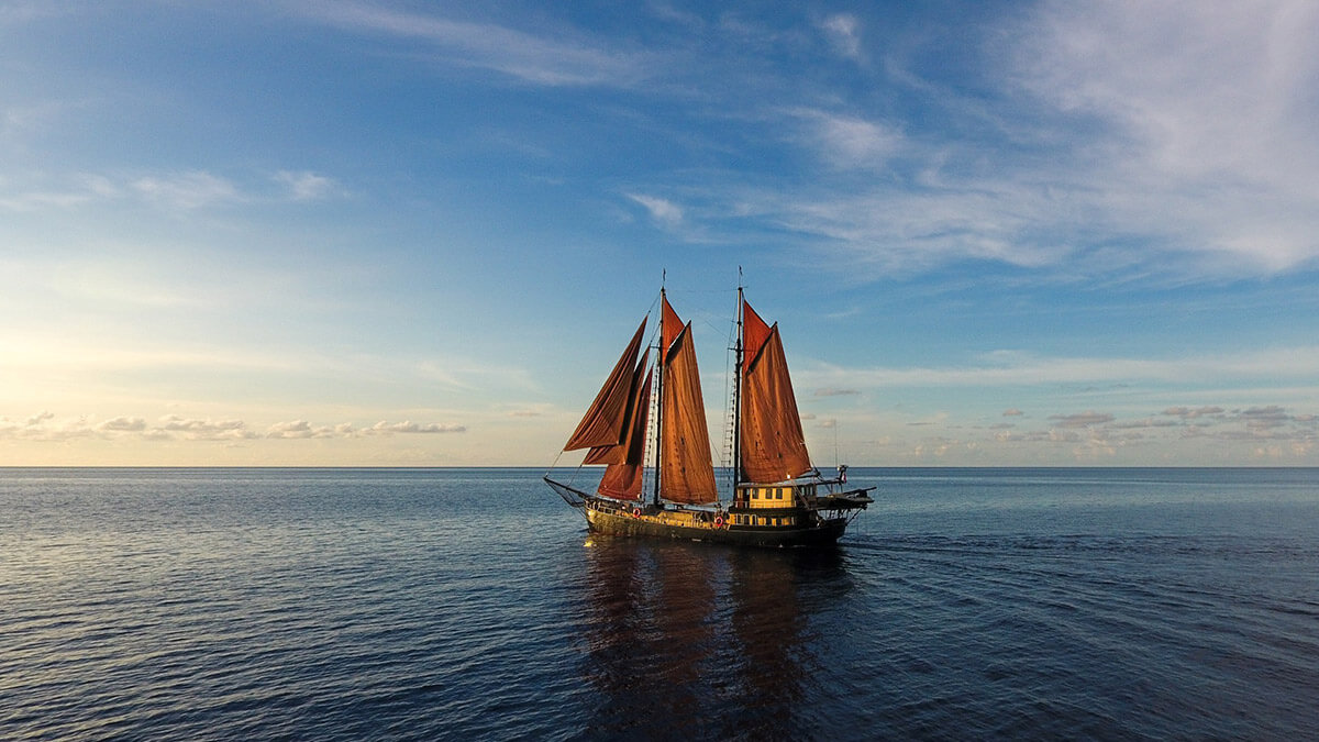 Liveaboard experience aboard Adelaar Cruises