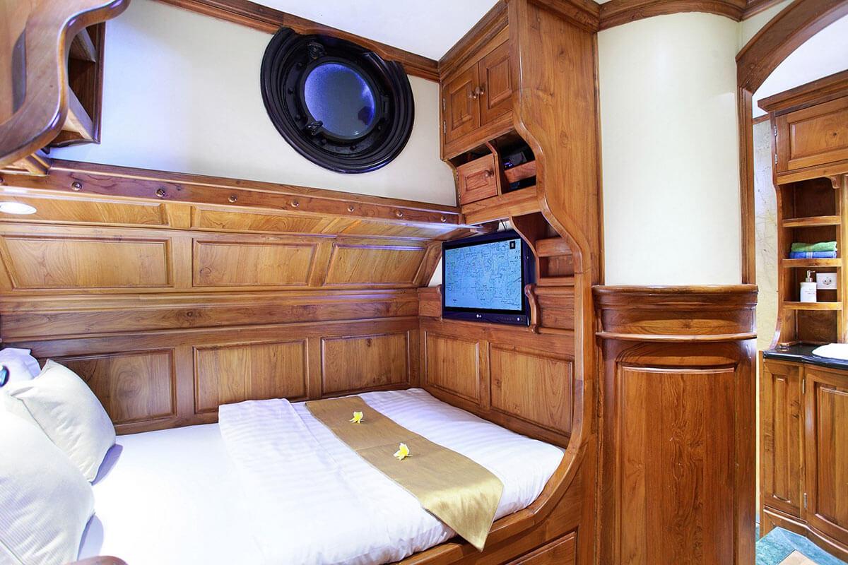 luxury cruise Indonesia